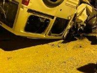 Zırhlı polis aracına çarpıp ters dönen hafif ticari aracın sürücüsü öldü