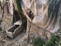 İzmir'de inşaat kazısında 2 bin yıllık altın taç ve mezar kalıntıları bulundu