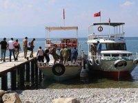 Van Gölü'nde teknenin batması sonucu kaybolan 2 kişinin daha cesedi bulundu