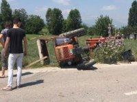 Bursa'da kamyonet, traktöre çarptı: 1 yaralı