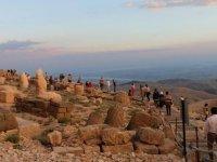 Dünya mirası Nemrut'ta hafta sonu yoğunluğu