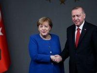 Türkiye'ye yaptırıma Merkel freni
