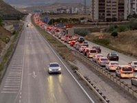 Kırıkkale'deki 'Kilit Kavşak' kilitlendi, kilometrelerce araç kuyruğu oluştu