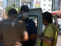 Bolu'da maske takmayanlara ceza kesildi