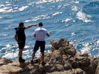 Oğlu ve torunlarıyla yüzen kadın, akıntıya kapılıp, kayboldu