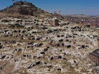 Tarihi Kayaşehir turistlere gece gündüz ev sahipliği yapıyor