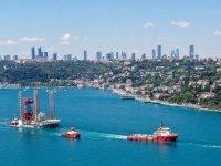 Dev petrol platformu 'GSP Saturn' İstanbul Boğazı'nda ilerliyor
