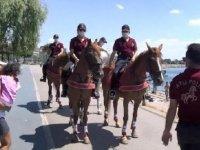 Bostancı Sahili'nde atlı birliklerden koronavirüs denetimi