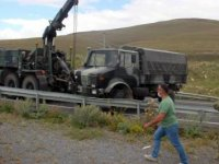 Ardahan'da askeri araç bariyerlere çarpı: 5 yaralı