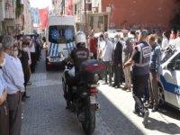 ŞEhit polis için evinin önünde helallik alındı