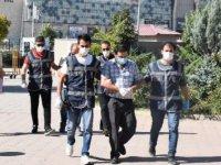 Sivas'ta kuyumculara sahte altın bilezik satan ikili, Tokat'ta yakalandı