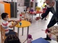 Aydın'da yüz yüze eğitimin ilk günü öğrencilere incir ikramı