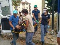 Telefon direğinden düşen işçi yaralandı