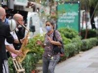 Maskesini doğru takanlara, bandolu kutlama ve bilet hediyesi