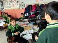Kartondan kamerasıyla tanınan Abdulselam, çektiği görüntülerle belgesel yapacak