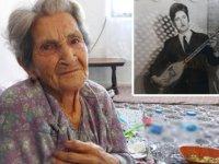 Vefat eden besteci eşinin kendisine yazdığı türküyü, gözyaşlarıyla dinliyor
