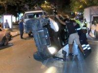 Kadıköy'de park halindeki otomobile çarpan otomobil takla attı