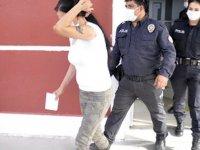 Kadınların kavgasını ayırmak isteyen başgardiyan, tabancayla yaralandı