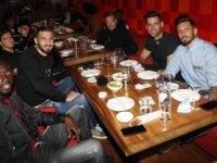 Fenerbahçeli futbolcular, Trabzonspor maçı öncesinde moral yemeği yedi
