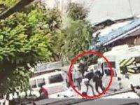 Borç- alacak nedeniyle çıkan silahlı ve bıçaklı kavga kamerada