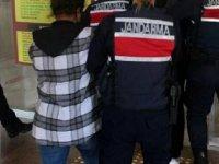 Dikili'de bir kadını gasbeden 3 şüpheliden 2'si tutuklandı