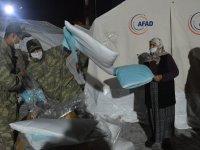 Mehmetçik deprem bölgesindeki yardım faaliyetlerine destek veriyor