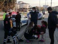 Kazada korkan kız kardeşleri, sağlık ekibi sakinleştirdi