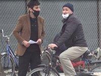 Maske takmayanlara testinin pozitif çıktığını söyleyip, adres sordu