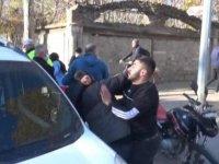 Trafik kazasının ardından çıkan kavgayı polis güçlükle ayırdı