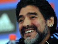 Arjantinli eski futbolcu Maradona hayatını kaybetti