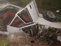 Otomobil refüje çarpıp takla attı, sürücü yaralandı