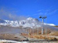Erciyes'te kayak sezonu için suni karlama başladı