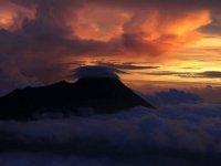 Endonezya'da Ili Lewotolok Yanardağı için 'turuncu' alarm verildi