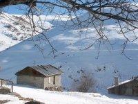 Bayburt'ta yüksek rakımlı köyler kışla sessizliğe büründü