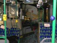 Ümraniye'de İett otobüsü kamyona çarptı: 2 Yaralı