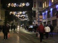 İstiklal Caddesi'nde kısıtlama öncesi iş yerleri kapandı