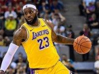 Lakers yıldız oyuncuları LeBron James ve Anthony Davis ile sözleşme yeniledi