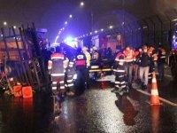 Haliç Köprüsü'nde çekici, yol bakım araçlarına çarptı: 2 ölü