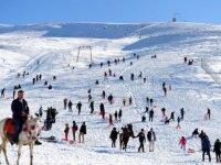 Elmadağ'da kar kalınlığı21 Santime ulaştı