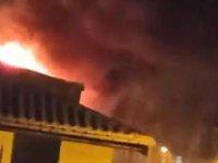 Bursa'da iki katlı binanın çatısında çıkan yangın paniğe neden oldu