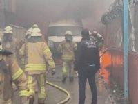 Sancaktepe'de yangın çıkan minibüsteki patlamalar paniğe neden oldu