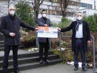 Almanya'da DİTİB camisi, Kovid-19 ile mücadele eden hastaneye maddi yardımda bulundu