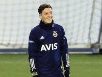 Fenerbahçe'nin eski yıldız oyuncularından Mesut Özil'e 'hoş geldin' mesajı