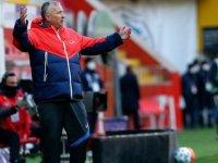 Dan Petrescu'nun öncelikli hedefi Kayserispor'u ligde tutmak