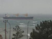 Riva açıklarında gemi karaya oturdu