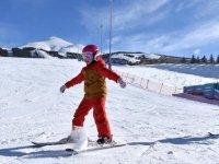 Palandöken'deki kayak keyfi Kovid-19 tedbirleri çerçevesinde sürüyor