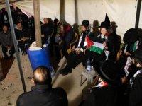 Ortodoks Yahudilerden bir grup, İsrail'in evini yıktığı Filistinli aileyi ziyaret etti