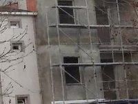İnşaatın çatısına kişiyi polis ikna etti