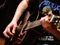 Gitaristler 'Gençlik Konseri' sahnesinde