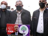 Kılıçdaroğlu'nun kardeşi, evlat nöbetindeki aileleri ziyaret etti: Ben de ağabeyimi HDP'den istiyorum